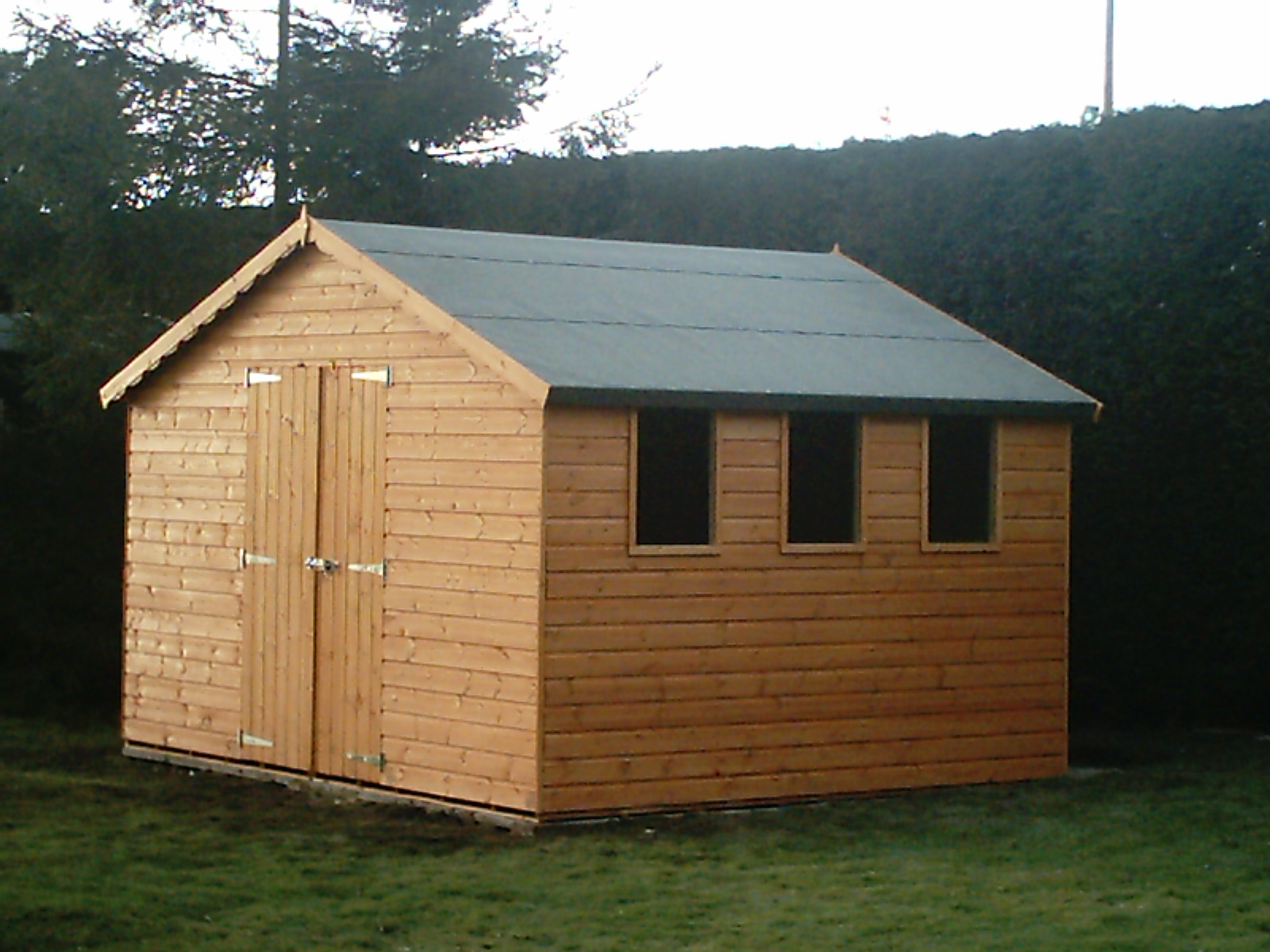 Apex shed and pent shed image gallery from shed king for Sheds and barns